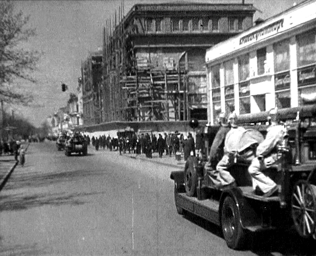 фото: центральный универмаг в днепропетровске, немецкое фото 1943 года